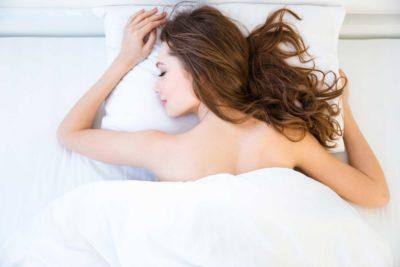 9 Reasons Why Going to Bed Naked Is Actually Good for You