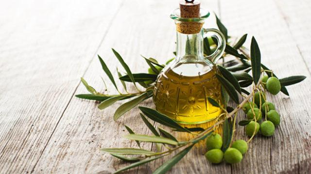 olive-oil-for-hair-650x365