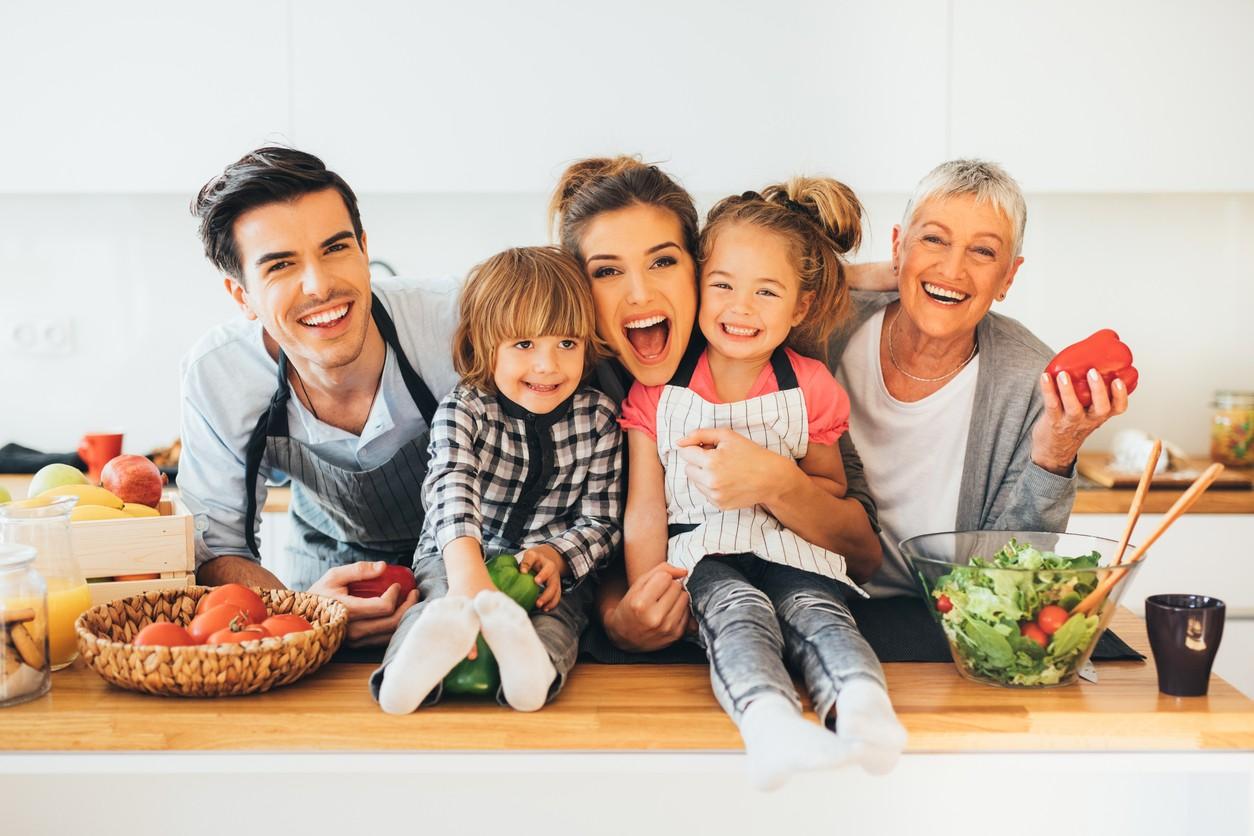Картинки кухня семьями недорого идеальный